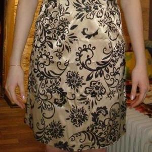 Продам шикарное вечернее золотое платье с чёрным узором.